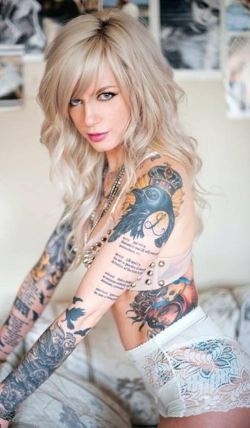 Ну, очень красивые девушки с шикарными татуировками (53 фото) 31