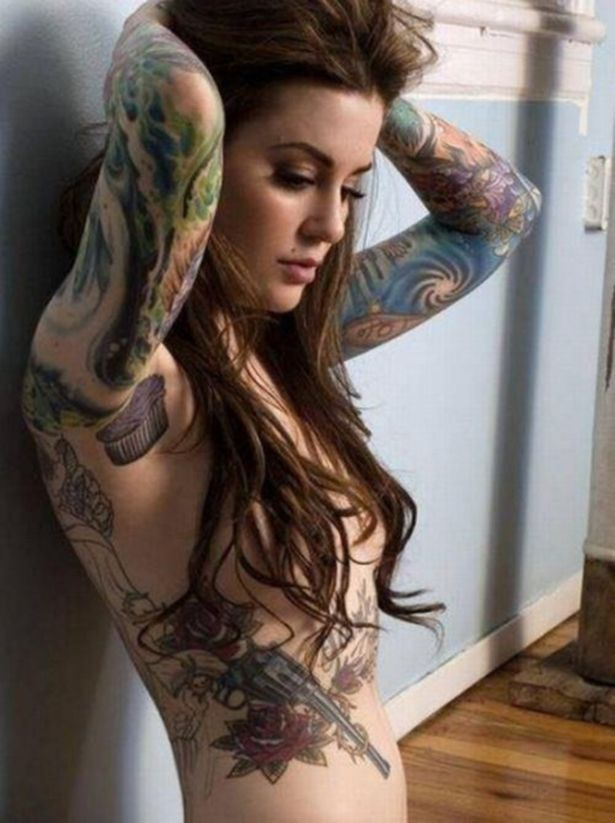 Ну, очень красивые девушки с шикарными татуировками (53 фото) 38