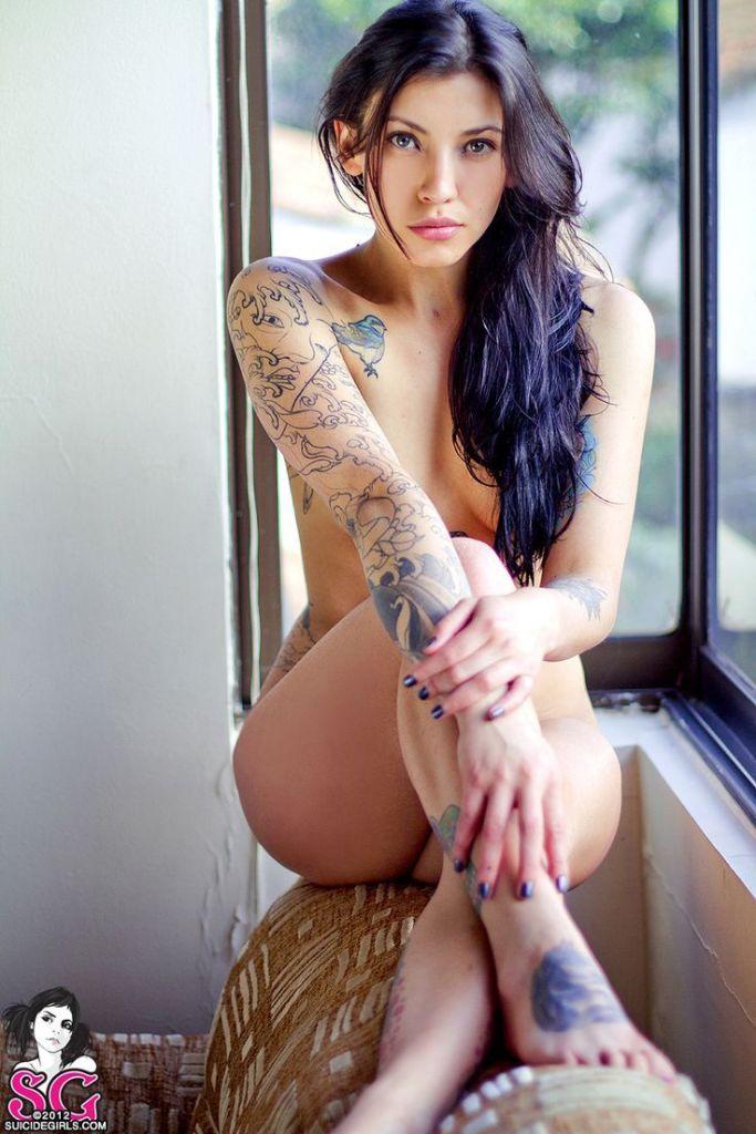 Ну, очень красивые девушки с шикарными татуировками (53 фото) 39