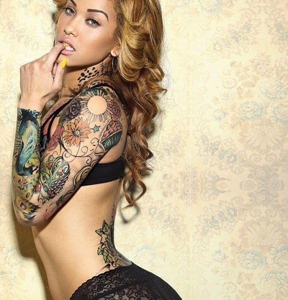 Ну, очень красивые девушки с шикарными татуировками (53 фото) 42