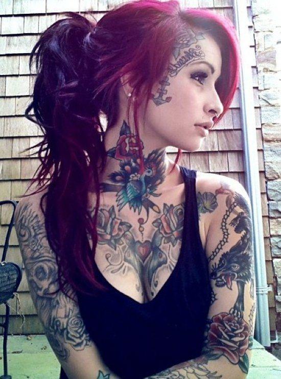 Ну, очень красивые девушки с шикарными татуировками (53 фото) 11