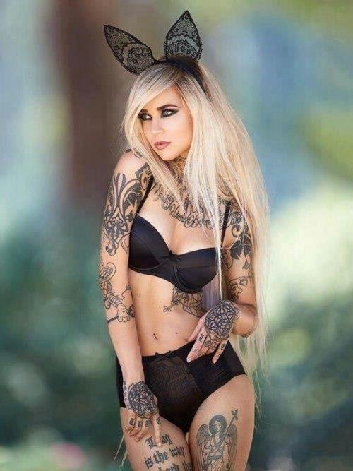 Ну, очень красивые девушки с шикарными татуировками (53 фото) 14