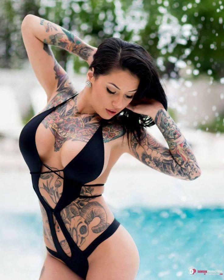 Ну, очень красивые девушки с шикарными татуировками (53 фото) 20