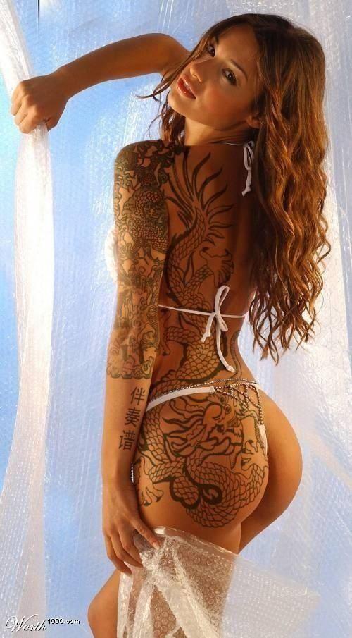 Ну, очень красивые девушки с шикарными татуировками (53 фото) 22
