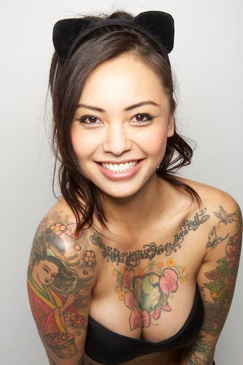 Ну, очень красивые девушки с шикарными татуировками (53 фото) 23
