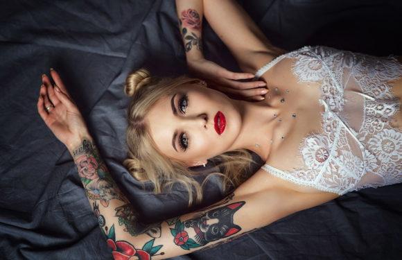 Ну, очень красивые девушки с шикарными татуировками (53 фото)
