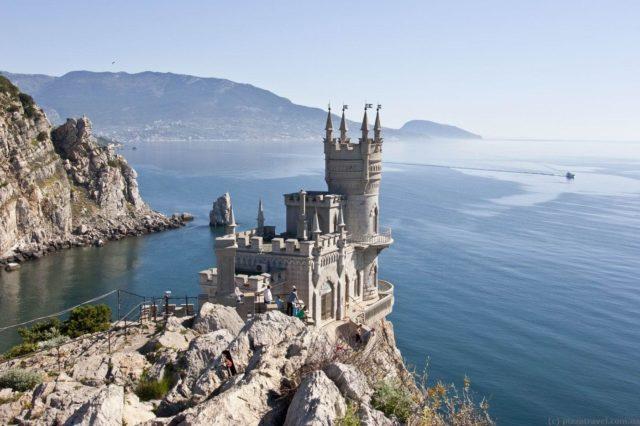 Самые красивые замки, которые возвышаются над пропастью 4