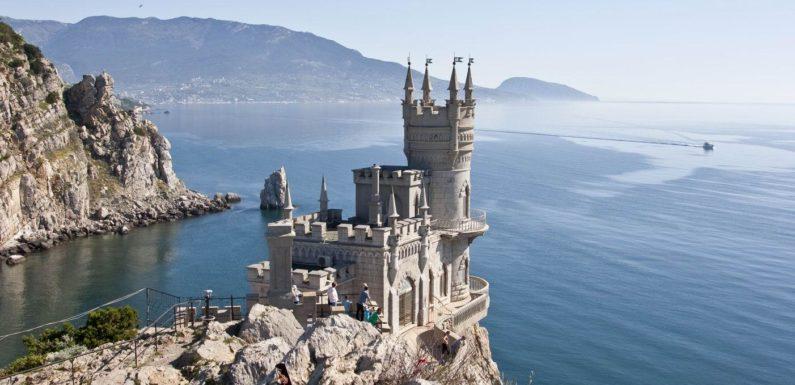 Самые красивые замки, которые возвышаются над пропастью