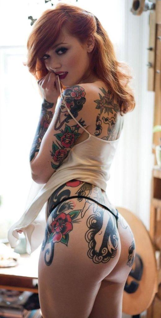 Ну, очень красивые девушки с шикарными татуировками (53 фото) 8