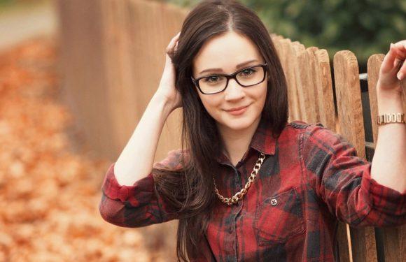 Фото милых девушек в очках: подборка очаровашек