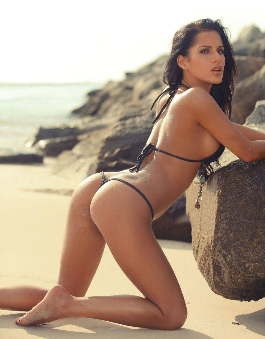 Красивые девушки в бикини на пляже (28 фото) 16