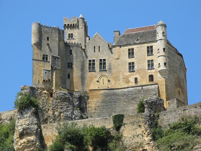Самые красивые замки, которые возвышаются над пропастью 3