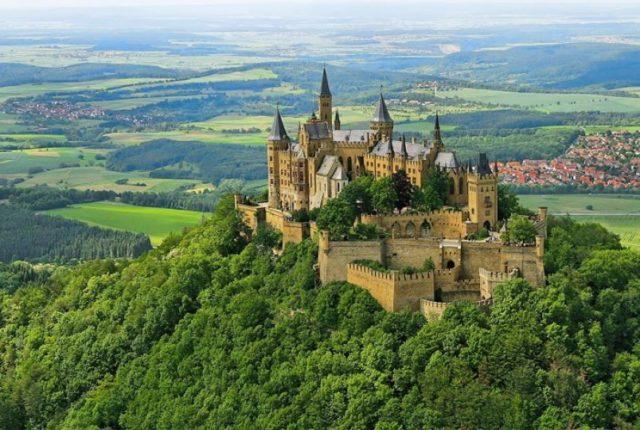Самые красивые замки, которые возвышаются над пропастью 7