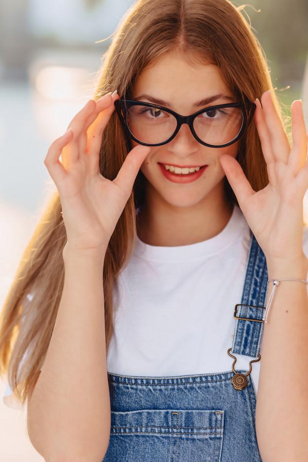 Фото милых девушек в очках: подборка очаровашек 9