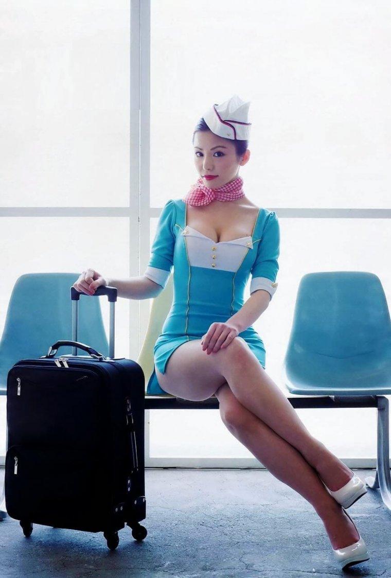 Красивые девушки в синих и голубых платьях: они очаровательны 6