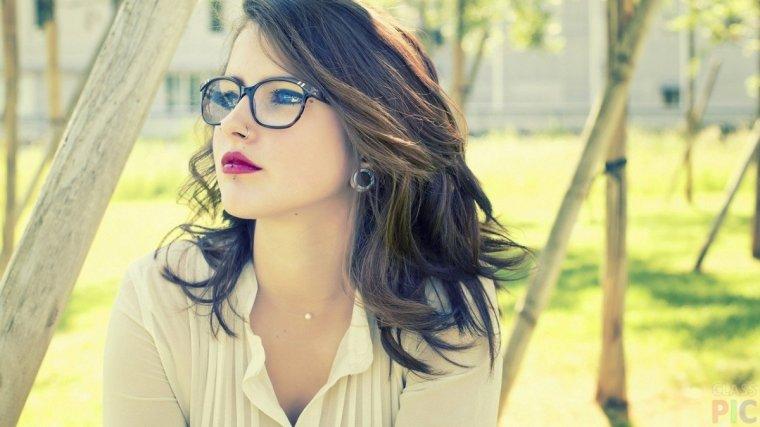 Сексуальные красотки в очках: большая подборка фотографий 1