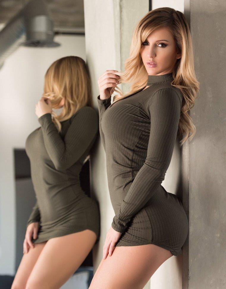 Фотоподборка красоток в облегающей одежде - завораживает! 8