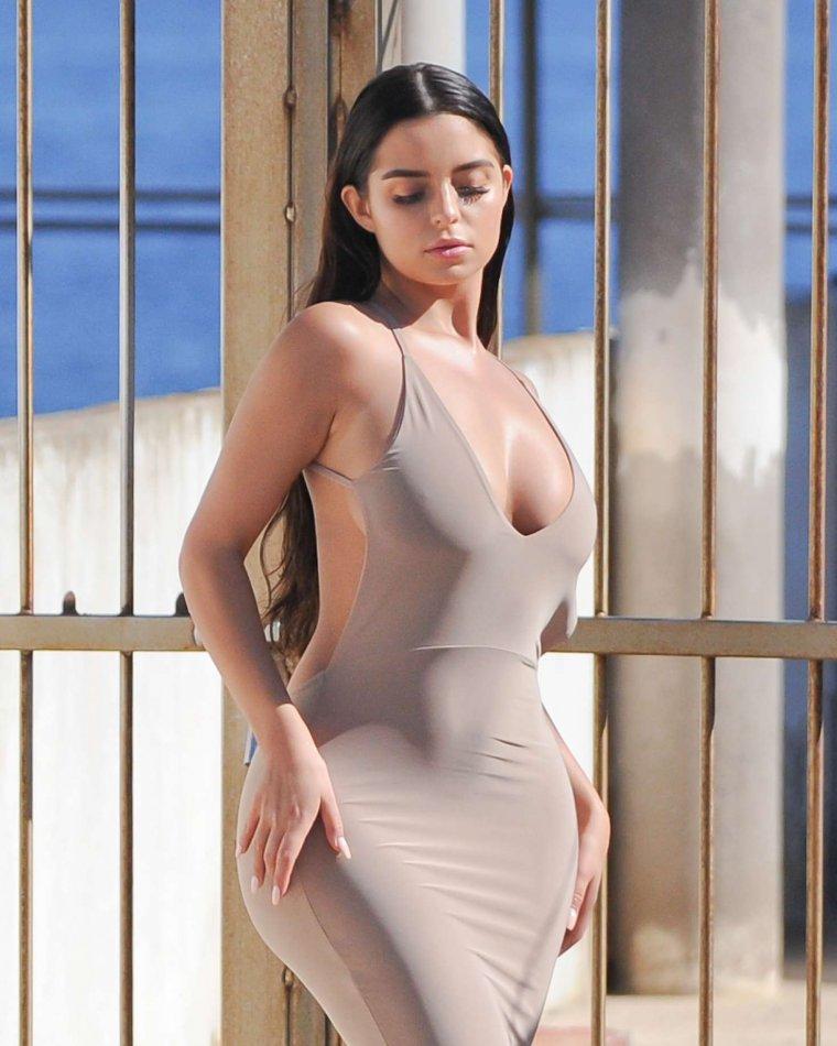Фотоподборка красоток в облегающей одежде - завораживает! 10