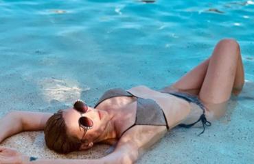 Певица МАРУФ - Горячие фото в купальнике: стройная красавица