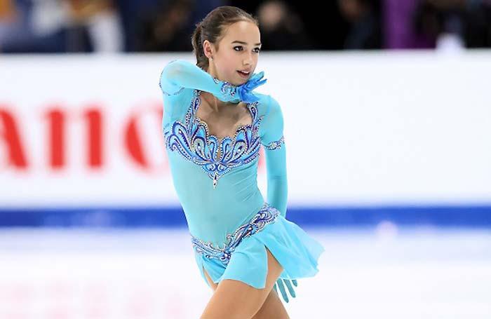 Самые горячие фото Алины Загитовой на льду 3
