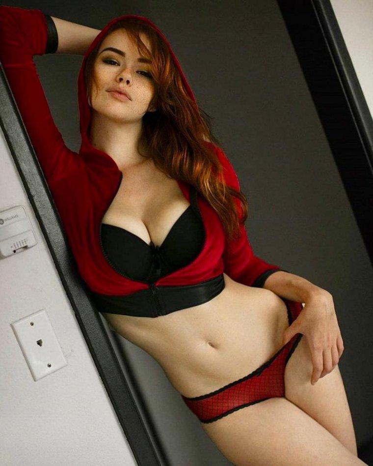 Рыжие девушки с большой грудью: сочные и яркие 7