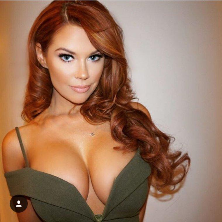 Рыжие девушки с большой грудью: сочные и яркие 10