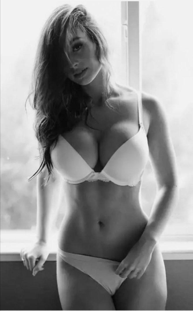 Девушки в нижнем белье на черно-белых фотографиях 5
