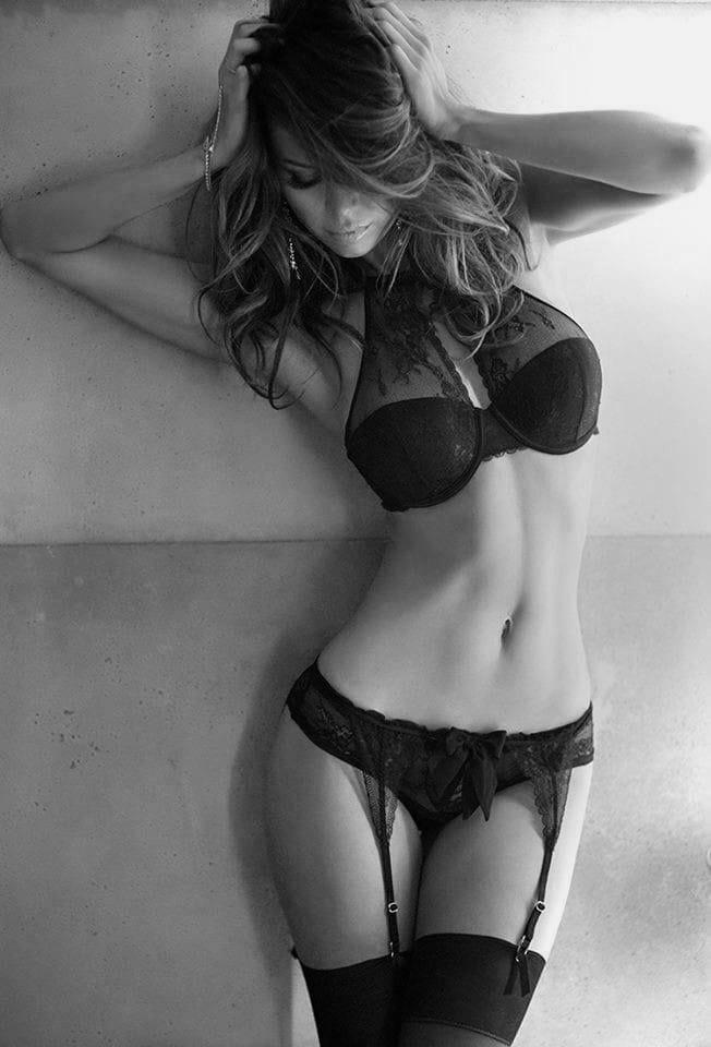 Жаркие красотки в чулках на черно-былых фото: наслаждаемся 3
