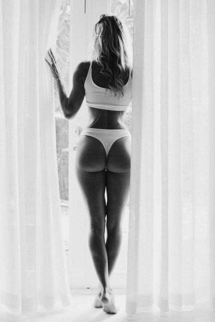 Девушки в нижнем белье на черно-белых фотографиях 8