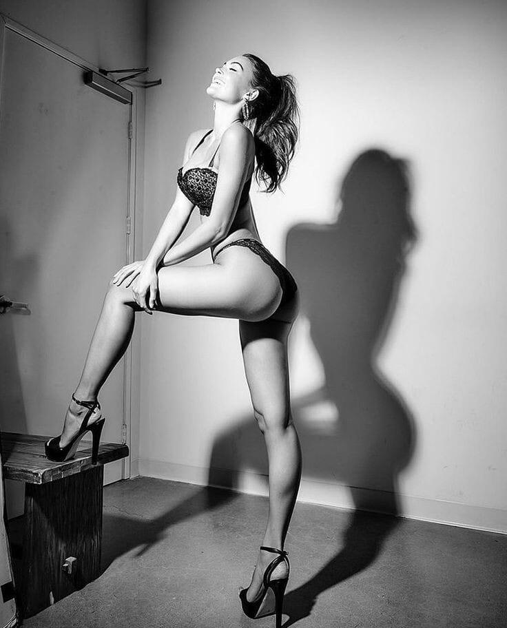 Очень сексуально! Черно-белые фото красоток в жизни и на фотосессиях 6
