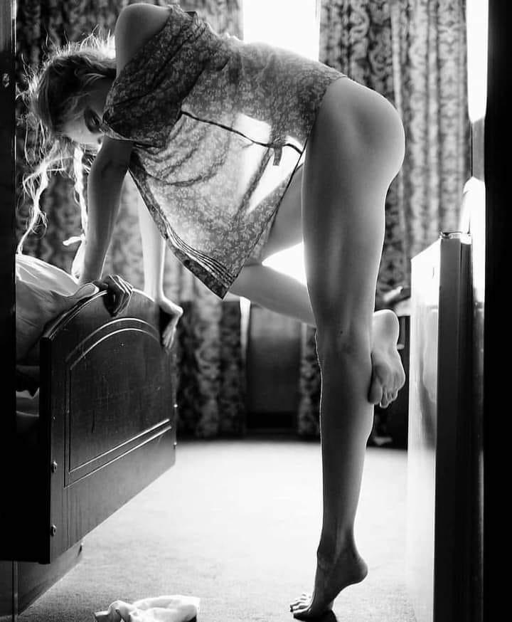 Очень сексуально! Черно-белые фото красоток в жизни и на фотосессиях 13