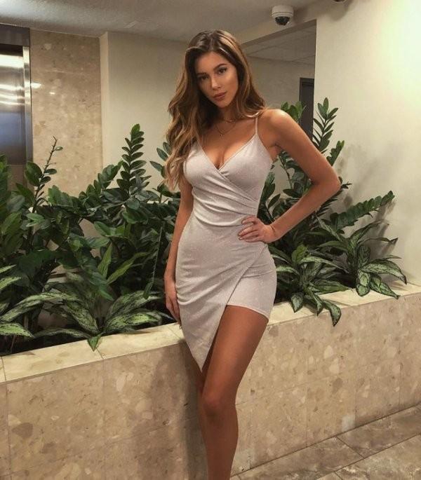 Девушки в облегающих белых платьях: светлые красотки 3