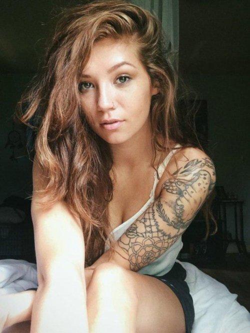 Сексуальные девушки с красивыми татуировками (23 фото) 10