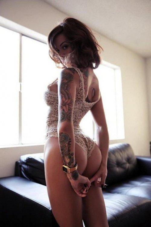 Сексуальные девушки с красивыми татуировками (23 фото) 9