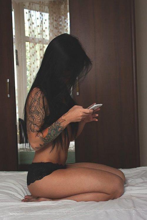 Сексуальные девушки с красивыми татуировками (23 фото) 4
