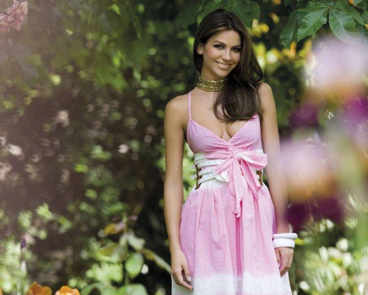 Фото девушек в розовых платьях: гламурные милашки 4