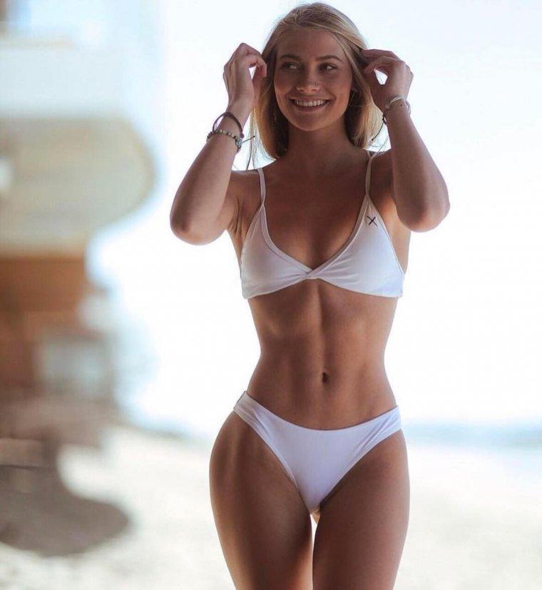 Красотки в белых купальниках - Летняя подборка фотографий 5