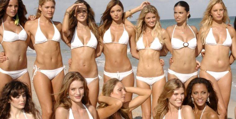 Красотки в белых купальниках – Летняя подборка фотографий
