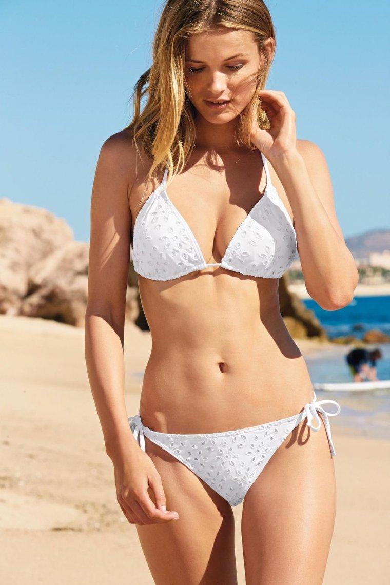 Красотки в белых купальниках - Летняя подборка фотографий 12