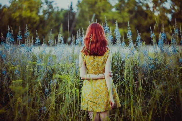 Фото рыжих девушек с длинными волосами со спины 6