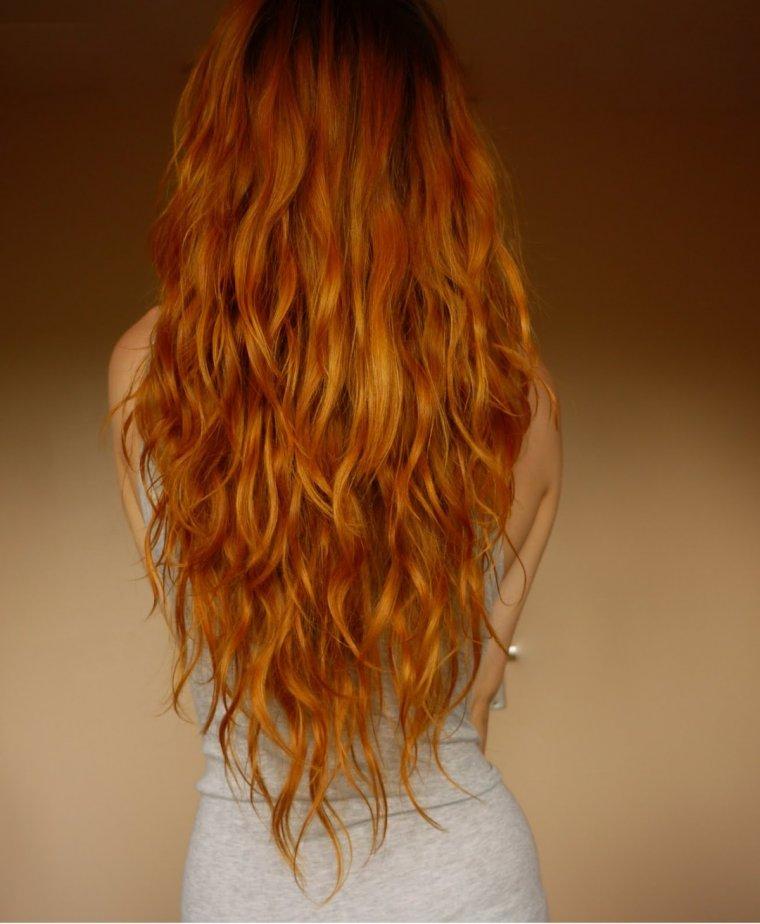 Фото рыжих девушек с длинными волосами со спины 8