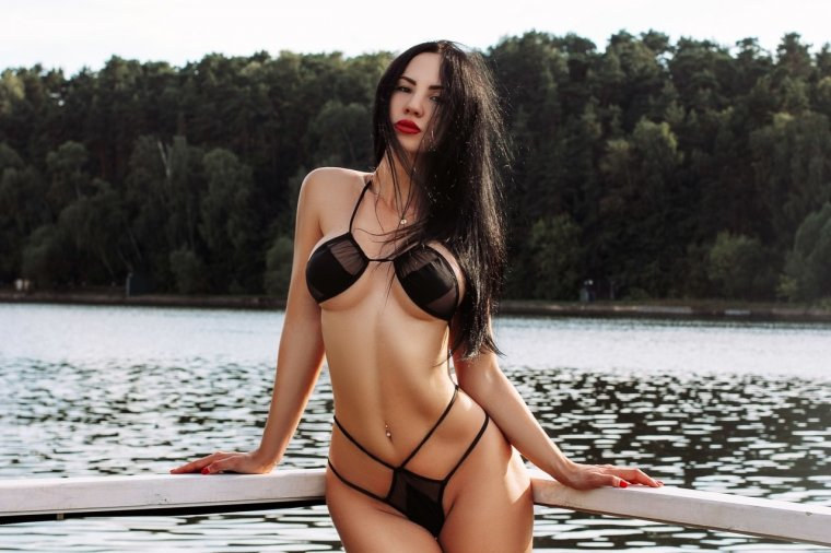 """Самые горячие фото Гаянэ Багдасарян: """"откровенная"""" девушка 21"""