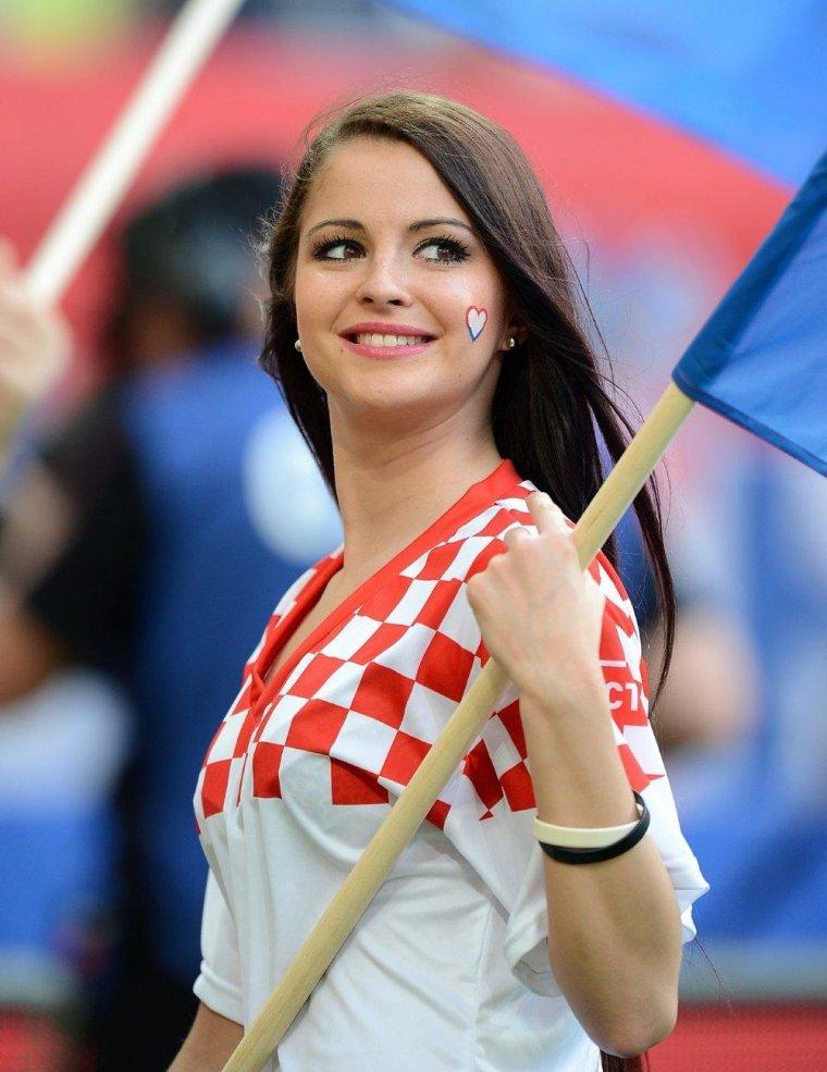 Футбольные болельщицы - Фото красивых фанаток 5