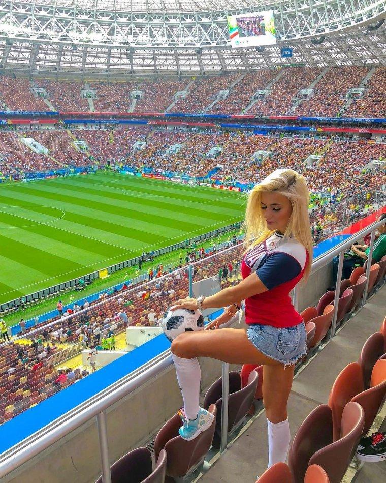Футбольные болельщицы - Фото красивых фанаток 9