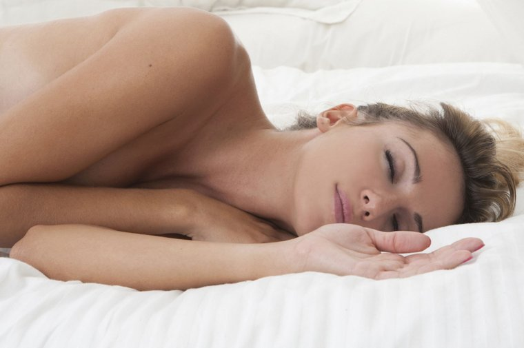 Милые спящие девушки в своей постели: смотрим фотки 5