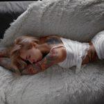 Милые спящие девушки в своей постели: смотрим фотки 1