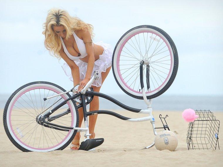 Сексуальные велосипедистки - Фото красоток на велосипедах 4