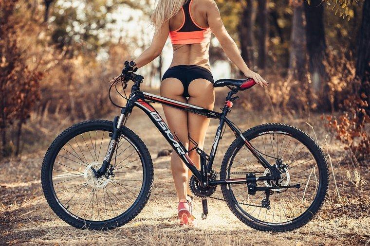 Сексуальные велосипедистки - Фото красоток на велосипедах 5