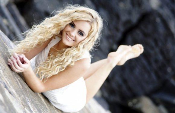 Роскошные блондинки в белых платьях: любуемся
