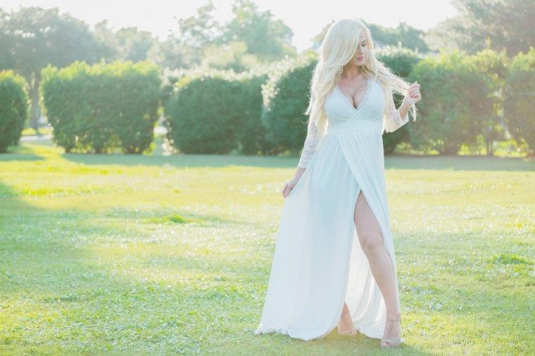 Роскошные блондинки в белых платьях: любуемся 4